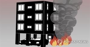 서울 사당동 3층 건물서 화재…1명 의식 잃어