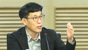 """진중권 """"尹 캠프, 문준용이나 물고 늘어지고...천박"""""""