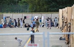 女난민 2,000명 임신 중...아프간 난민 체류 미군기지 현 상황