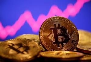 비트코인, 한달 만에 6,000만원 돌파...ETF·'업토버' 기대감