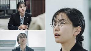 쿠팡플레이 '어느 날' 이설, 신입 변호사 변신 첫 스틸 공개