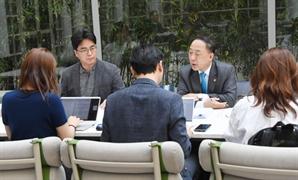 """이르면 25일 CPTPP 가입여부 결정…홍남기 """"결정 막바지"""""""