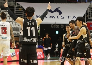 프로농구 KT, 오리온 꺾고 4연승…단독 선두