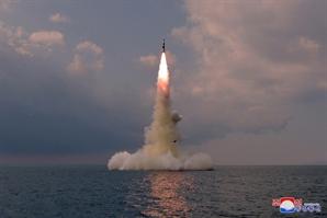 """北 """"신형잠수함발사탄도탄 시험발사""""…SLBM 확인"""