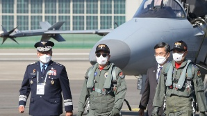 """""""강한 국방력"""" 강조한 文, 북 SLBM은 언급 안해"""