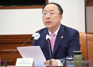 [속보]홍남기, 유류세 리터당 일괄 인하 방식 검토