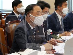 """홍남기 """"초과 개발이익 제어 방안 이르면 11월 마련"""""""