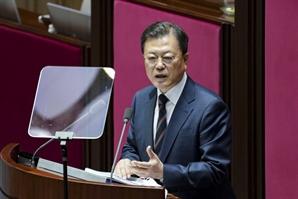 """文 """"K동맹"""" 외쳤지만…'규제 개혁'은 없었다"""