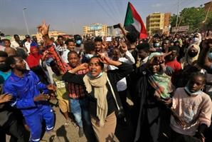 [사진] 군부 쿠데타에 항의하는 수단 국민들